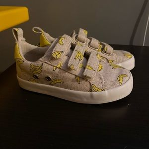 Old navy banana casual sneaker. Toddler size 8